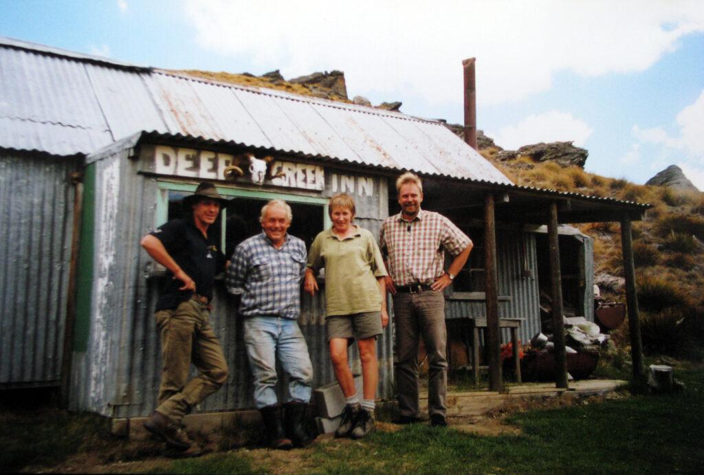 """Vagn i selskab ved Deep Creek Inn, New Zealand: """"Vagn hos kiwierne"""""""