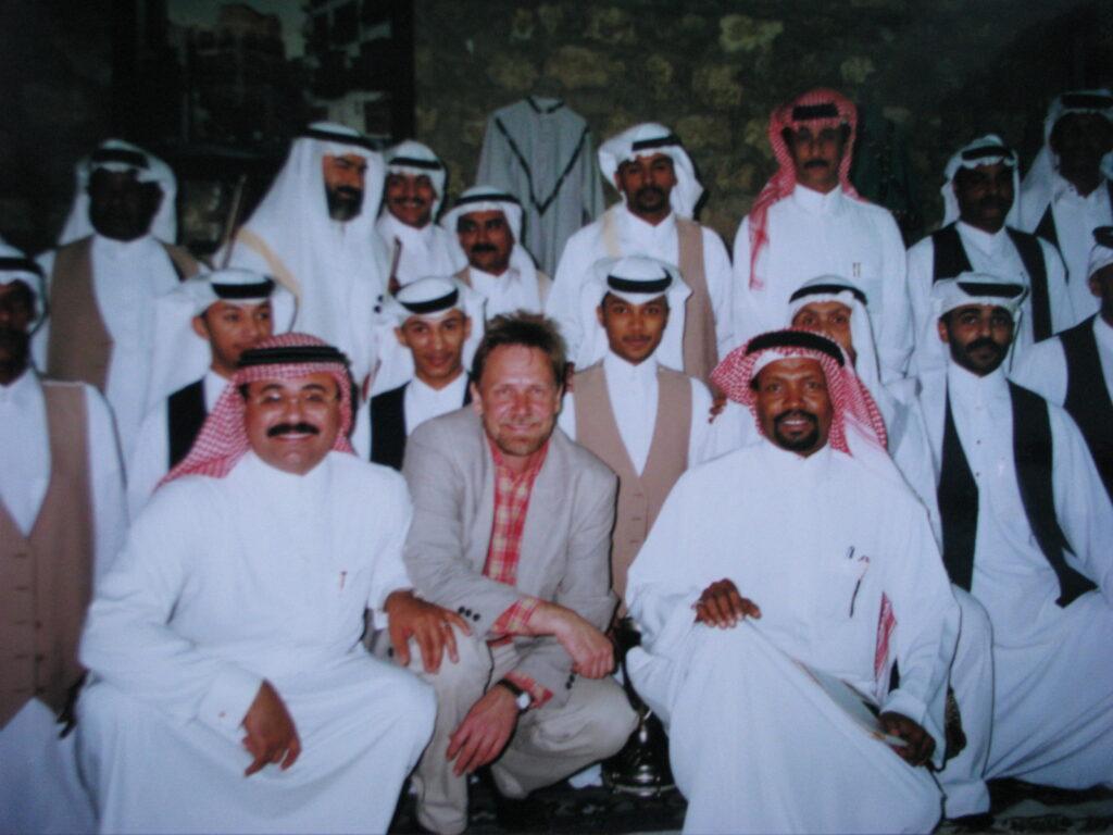 """Vagn blandt sheiker, foto fra optagelser til """"Vagn i Arabien"""""""